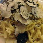 秋のイタリアのおすすめ食材を堪能!レストランで絶品トリュフカルボナーラを食べる