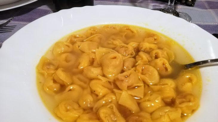 簡単に作れるコンソメスープでクリスマスのご馳走!イタリアの定番トルテッリーニにも!