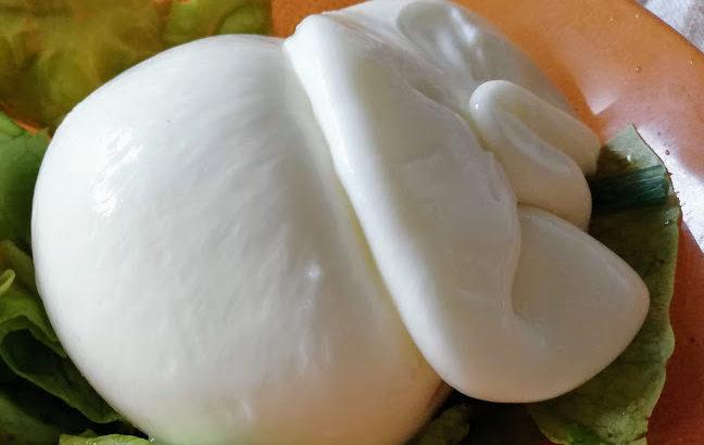 おすすめイタリア食材ブラータとは?魅惑の絶品チーズ